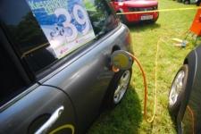 BMW mini E beim Laden