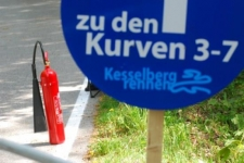 Feuerlöscher am Rand der Kesselbergstraße