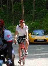 Tesla-Safety Car folgt Kesselberg-Radlern
